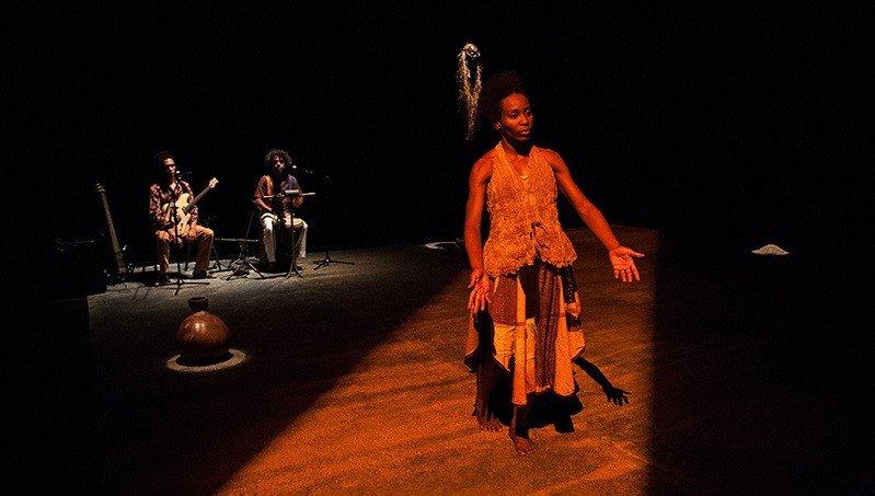 Ancestralidade é tema do espetáculo de dança A-VÓS