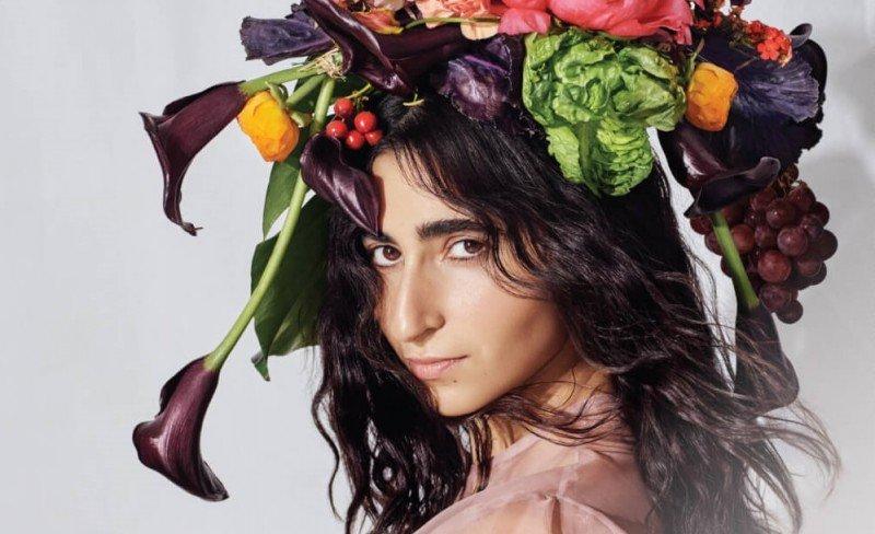 Alba Flores estrela campanha vegana da PETA