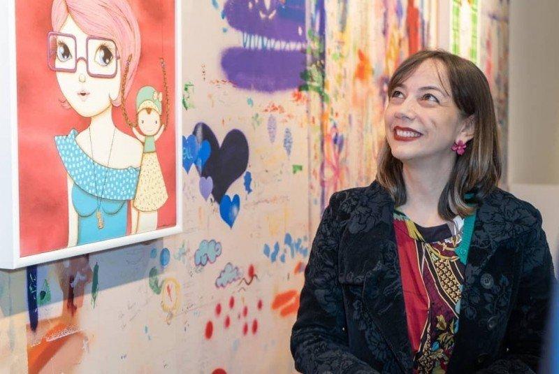 Nina Pandolfo leva sua feminilidade lúdica para o Azerbaijão