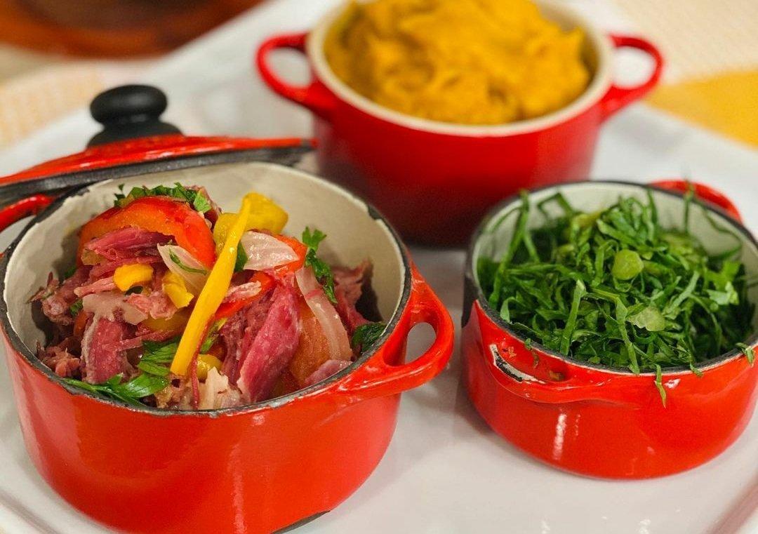 Aprenda a fazer uma deliciosa receita de carne seca com purê de abóbora