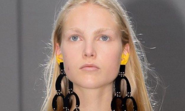 Maquiagem nas orelhas vira tendência entre fashionistas