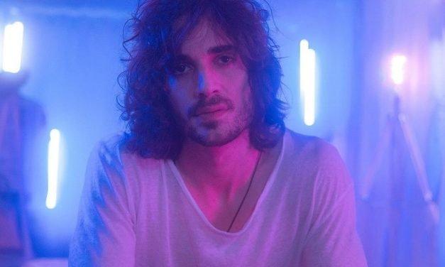 """Fiuk mergulha no reencontro de uma paixão antiga no clipe """"Amor da Minha Vida"""""""