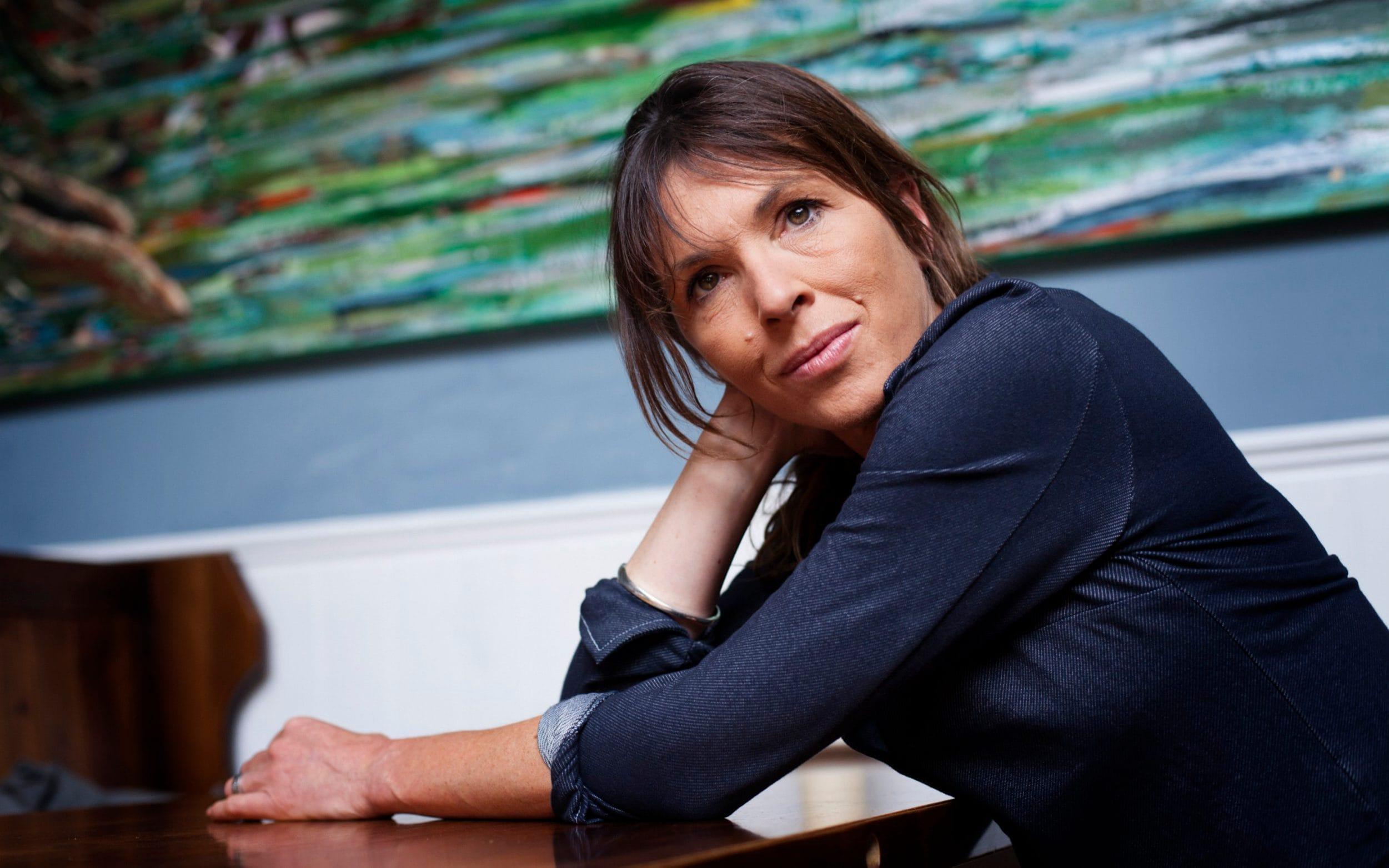 """""""Esboço"""" – Primeiro livro da trilogia da anglo-canadense Rachel Cusk, tem belas reflexões sobre a poética do cotidiano"""